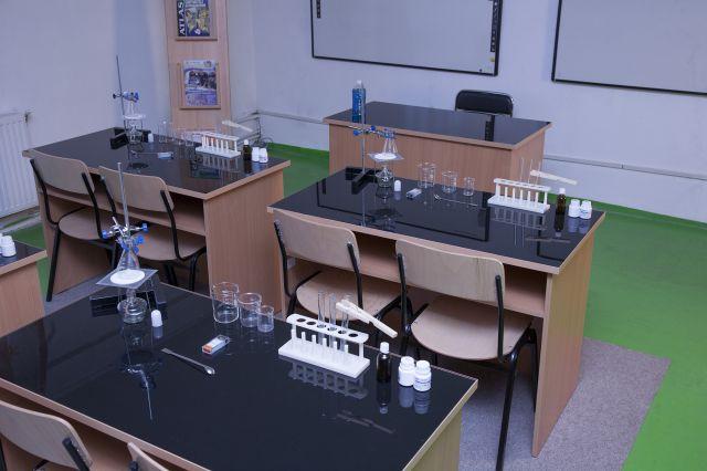 Masa laborator cu blat din sticla termorezistenta  KARA